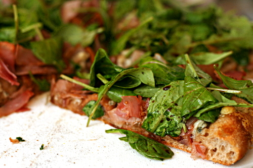 pizza with figs, prosciutto, gorgonzola, balsamic, and arugula